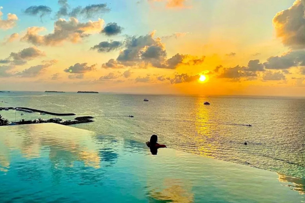 Infinity Pool en Kaani Palm Beach de Maafushi - Maldivas