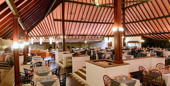 Interior del Main Restaurant del Adaaran Club Rannalhi