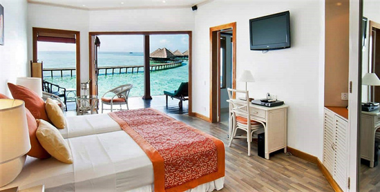 Interior del Water Bungalow del Adaaran Club Rannalhi