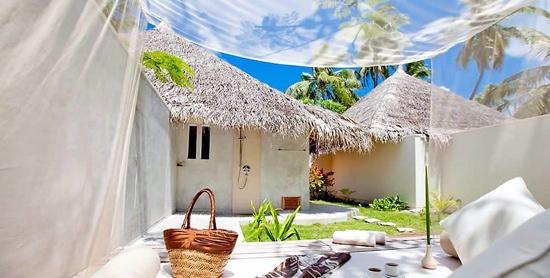Baño exterior de la Deluxe Jacuzzi Beach Villa