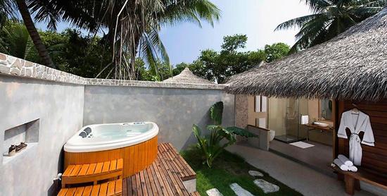 Jardín privado con jacuzzi de la Beach Villa