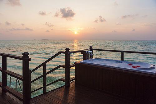 Sunset Jacuzzi Water Villa de Olhuveli Beach & Spa