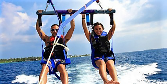 Parasailing en el Paradise Island Resort & Spa