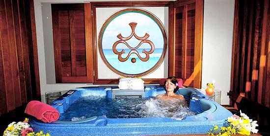 Jacuzzi de la Ocean Suite en el Paradise Island Resort & Spa