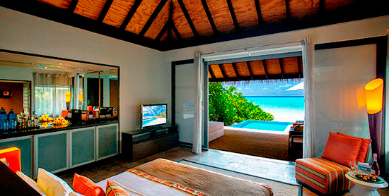 Beach Villa with Pool en Valassaru Maldives