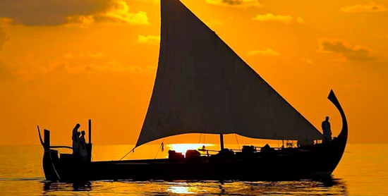 Crucero en Dhoni en el Velassaru Maldives