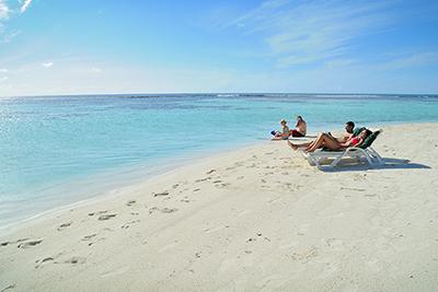 Bikini beach de Ariston Dhangethi