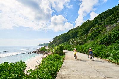 Paseando en bici por La Digue, Seychelles